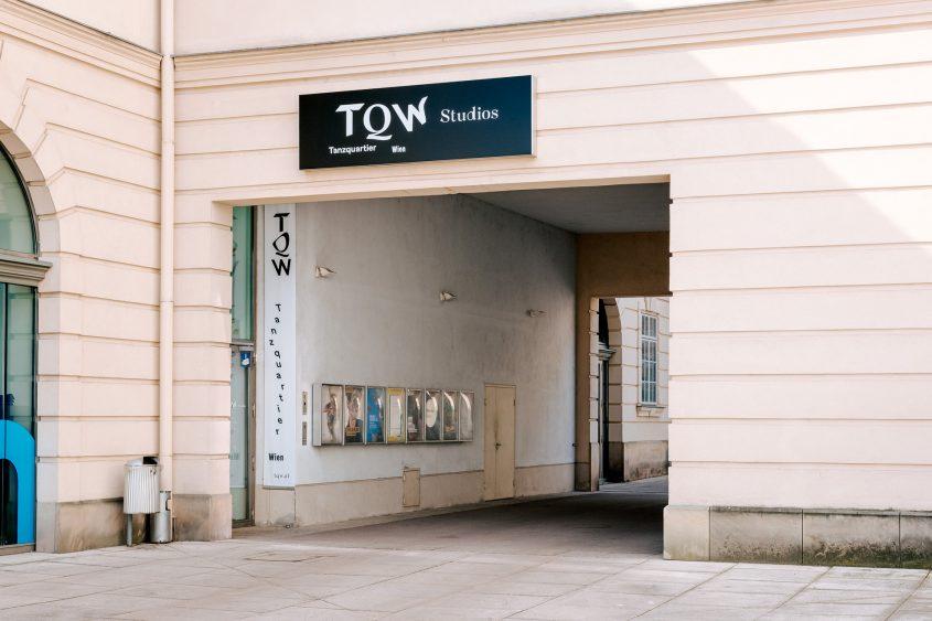 T Q W Eingang Studios