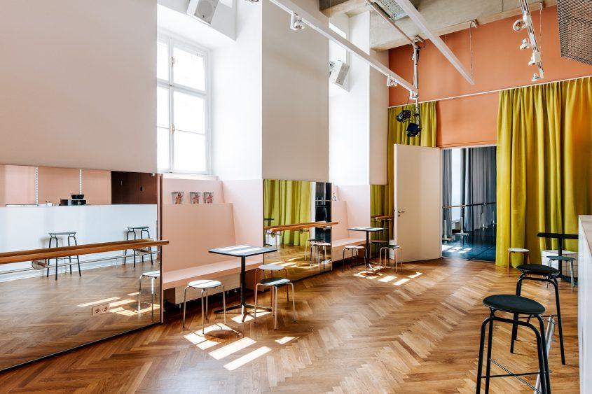 T Q W Foyer, Blick in Studio 1