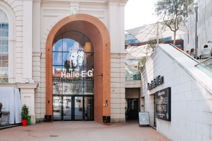 T Q W Eingang Halle E und Halle G