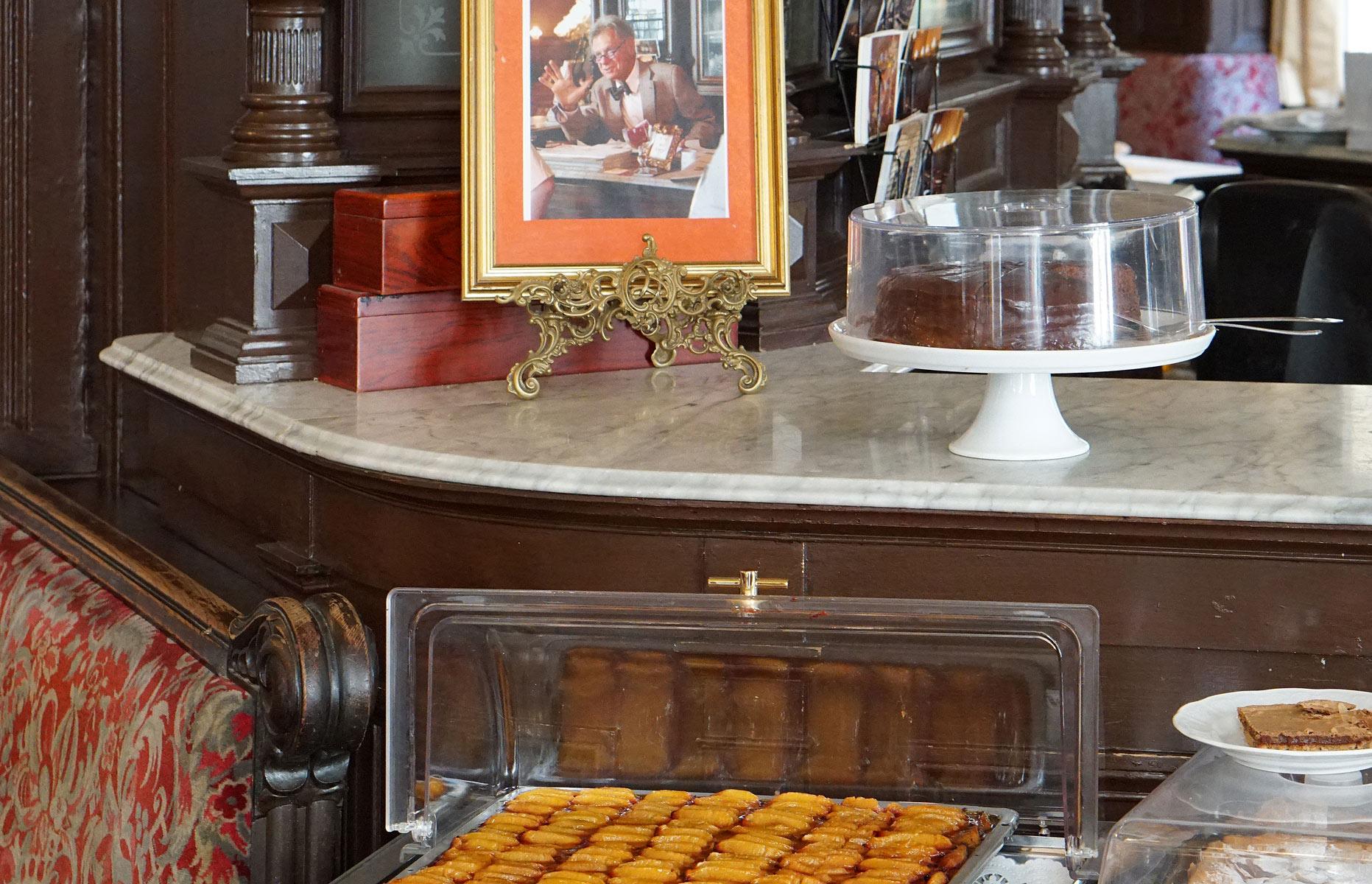 Café Sperl Kuchentheke