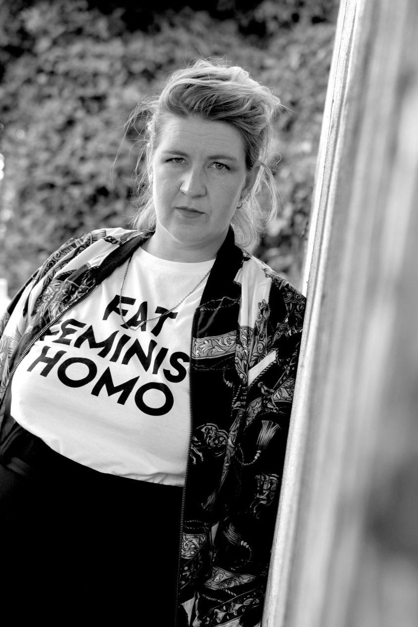 Portrait Denice Bourbon Druck auf Tshirt, fat feminist homo